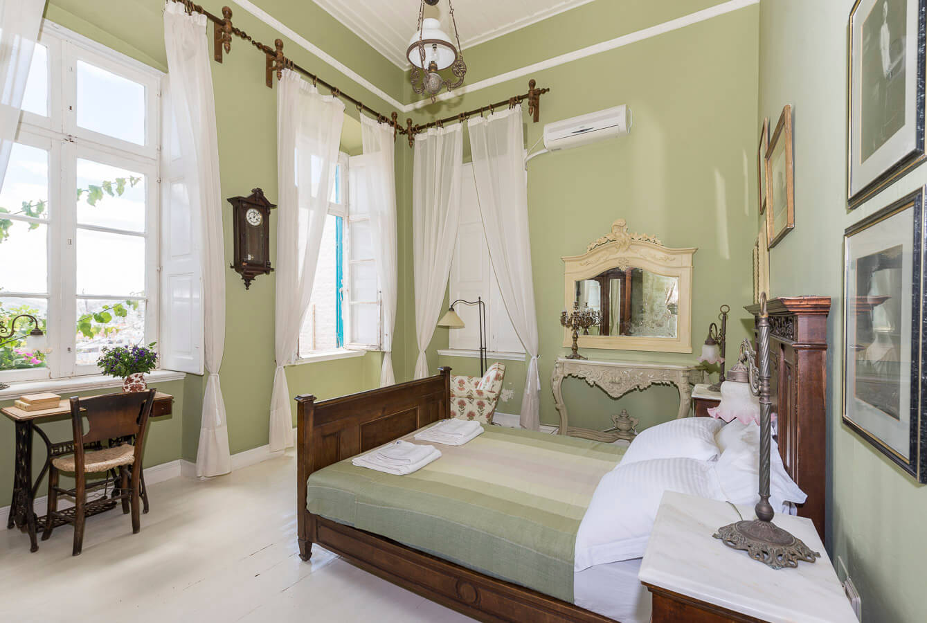 Green bedroom (2)